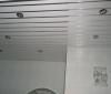 Виды и особенности реечного подвесного потолка