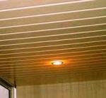 Как самостоятельно облицевать потолок пластиковыми панелями?