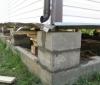 Как правильно поднять деревянный дом во время укрепления фундамента?